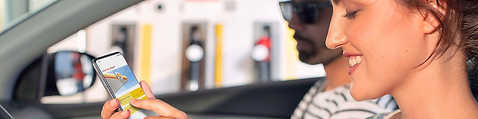 Woman in parked car using Shell EasyPay™